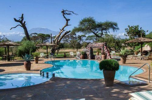 Swimming pools at Sentrim Amboseli Lodge with view on Kilimanjaro